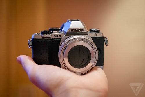 Olympus' E-M10 mirrorless camera shrinks the size and price of premium