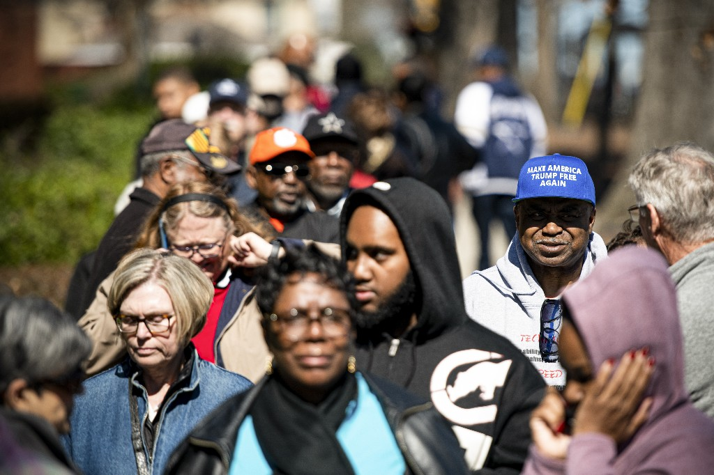 Near-record turnout in South Carolina sets stage for Super Tuesday battles