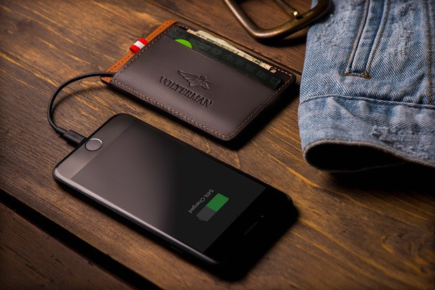 This smart wallet has a built-in camera for catching thieves