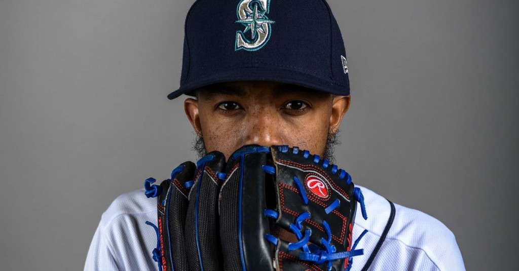 Carl Edwards Jr. hits 10-day IL with forearm strain, Mariners recall Bryan Shaw