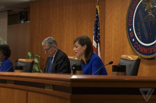 FCC approves 'historic' plan to let broadband providers and military share spectrum