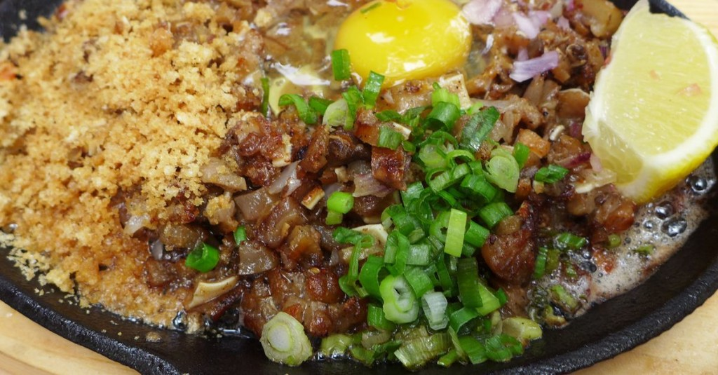 A New Filipino Restaurant Brings Savory Breakfast Plates and Showy Sisig to the UES