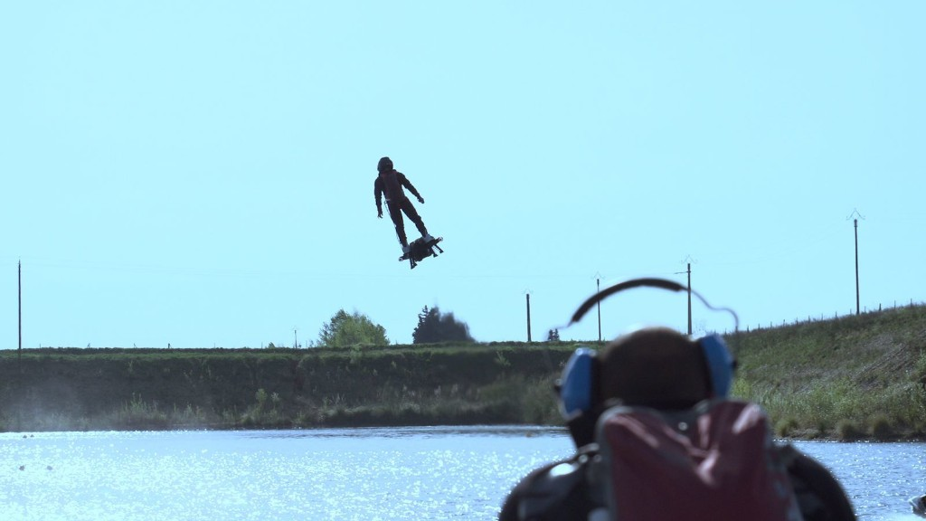 A man just smashed a world record with a jet-powered hoverboard