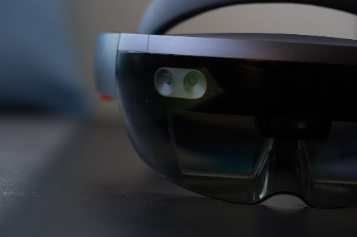 HoloLens 2 will have a custom AI chip designed by Microsoft