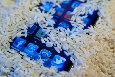Can rice actually save your wet phone?