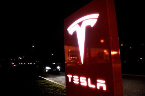 Tesla says it's on track to show the Model 3 in March 2016