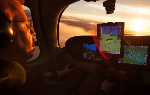 This iPad app will land your airplane if your pilot can't