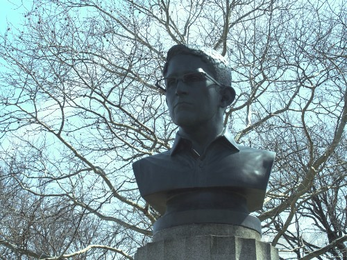 A renegade sculptor has mounted a bust of Edward Snowden in a Brooklyn park