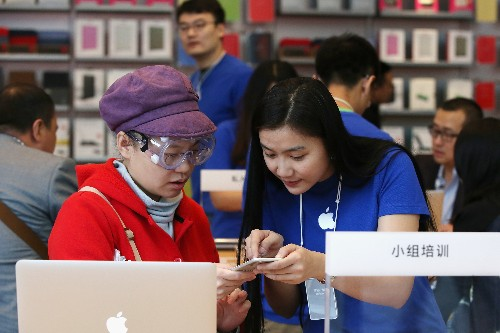 Smartphone shipments in China decline for the first time in six years