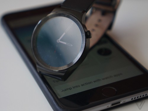 Android Wear smartwatches come to the iPhone