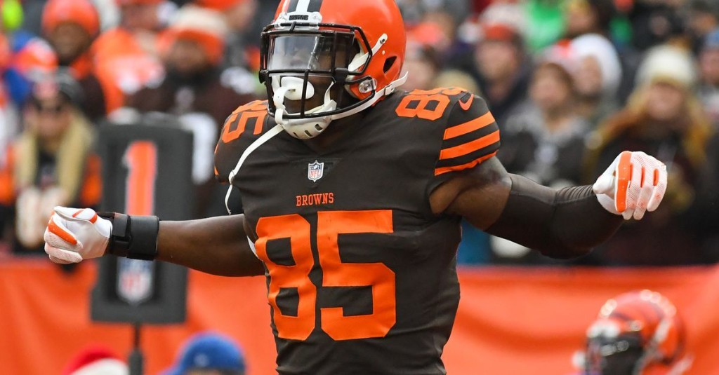 Should the Colts Trade for Potentially Available Browns Tight End David Njoku?