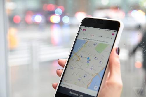 Facebook Messenger now lets you hail a Lyft car