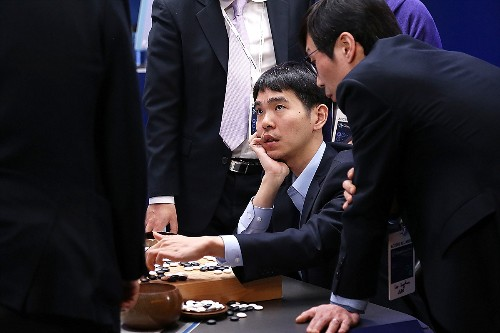Former Go champion beaten by DeepMind retires after declaring AI invincible