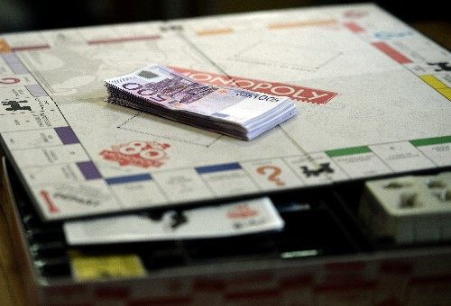 Monopoly is being sold with real money inside