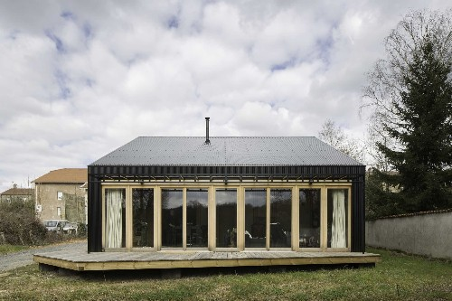 Low-cost wooden home has all its plans available for free
