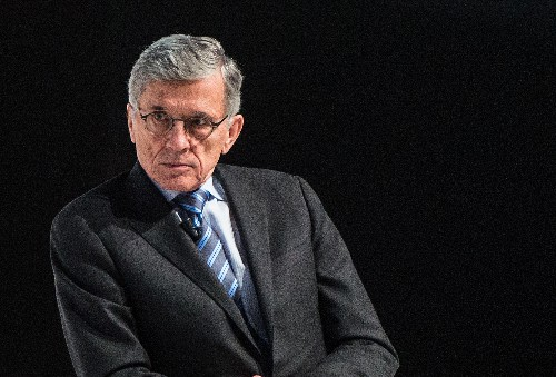 FCC loses court battle to let cities build their own broadband