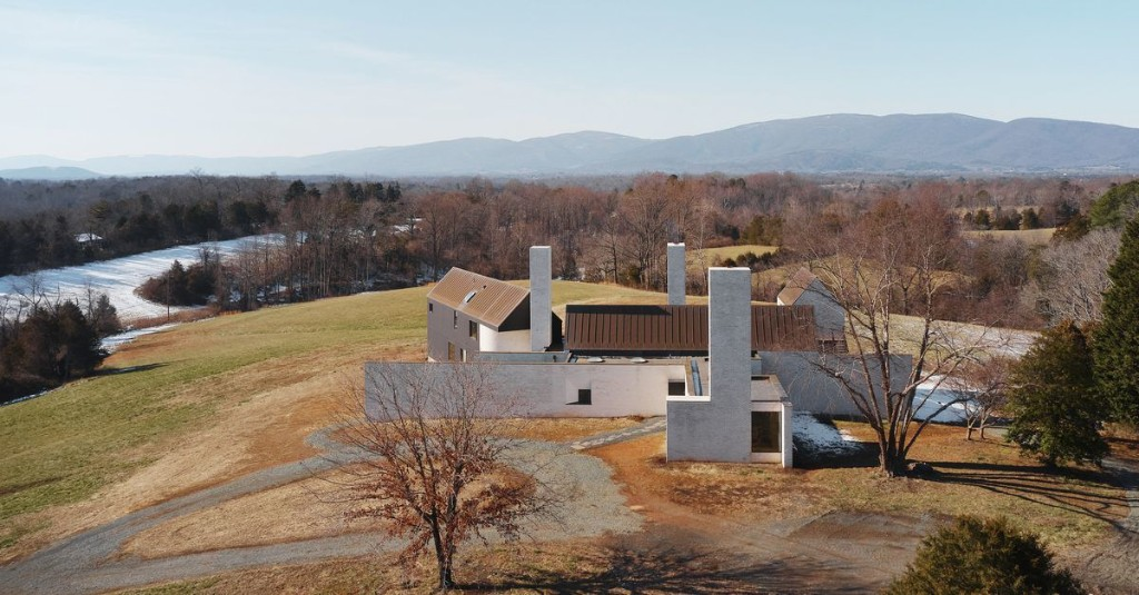 A minimalist house in the countryside with 30-foot chimneys