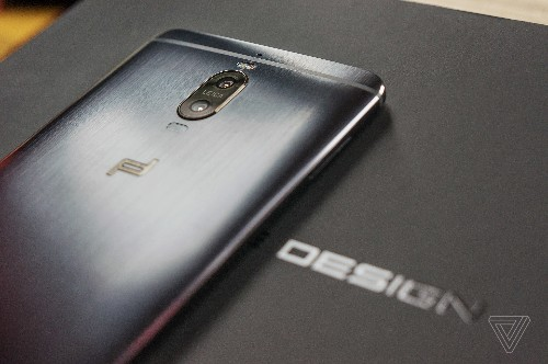 This is the first Porsche Design phone worthy of the name