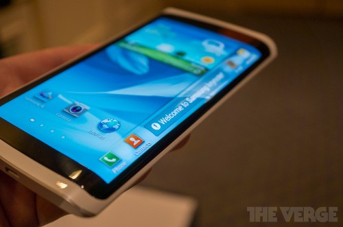 Samsung to introduce 'curved display smartphone' in October