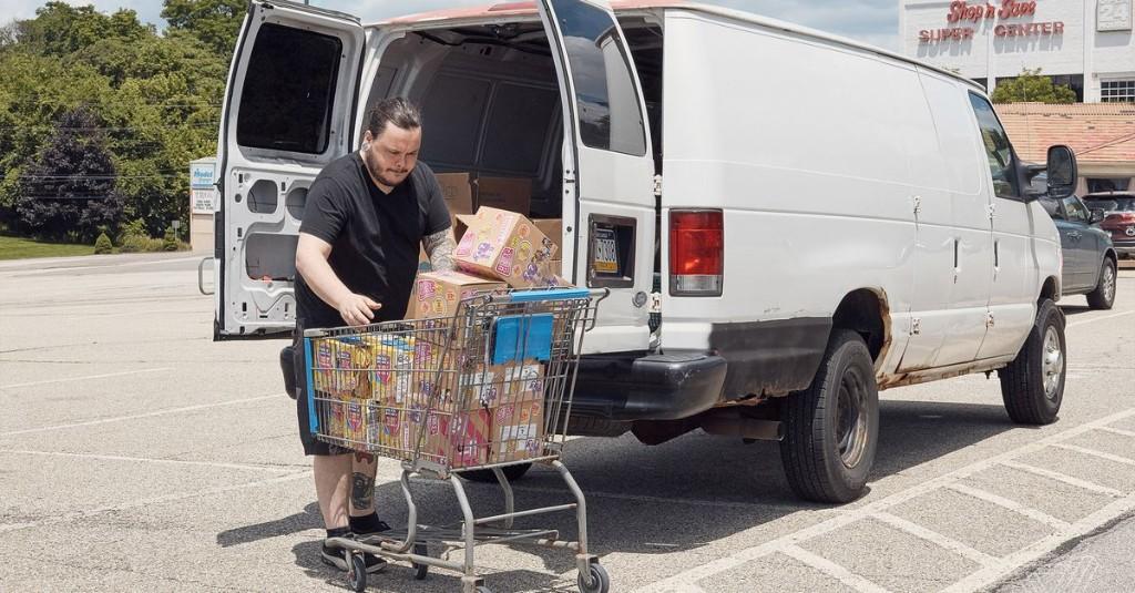 Nomads travel to America's Walmarts to stock Amazon's shelves
