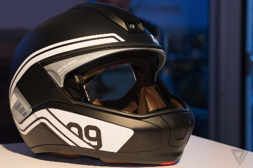 BMW made a motorcycle helmet that builds in the best parts of Google Glass