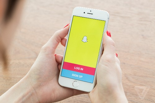 Snapchat cuts off third-party apps, releases its first transparency report