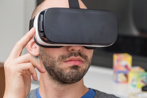 Hurts so good: 12 hours with the new Samsung Gear VR