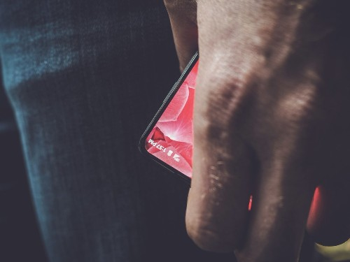 Andy Rubin teases a first look at Essential's bezel-less smartphone