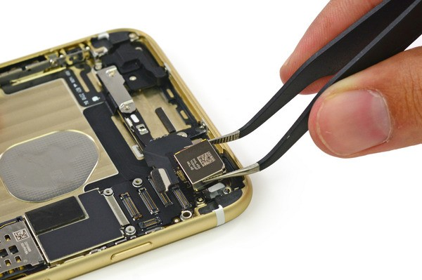 Apple's iPhone 6 and 6 Plus are being torn apart so you can look at their insides