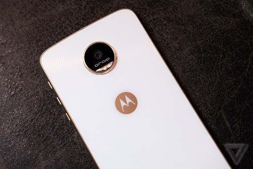 Moto Z Plays in India and Brazil are getting Android N today