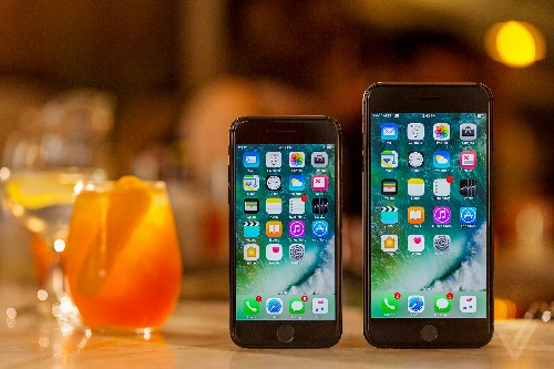 Mossberg: Choosing the iPhone 7 is tougher than in the past