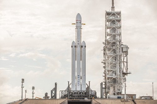 SpaceX shows off stunning pictures of its Falcon Heavy rocket fully assembled on the launchpad