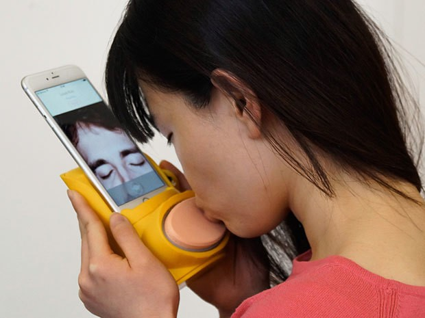 The Kissenger simulates kissing your long-distance lover