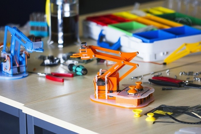Build your own Raspberry Pi-controlled robot arm with this Kickstarter kit