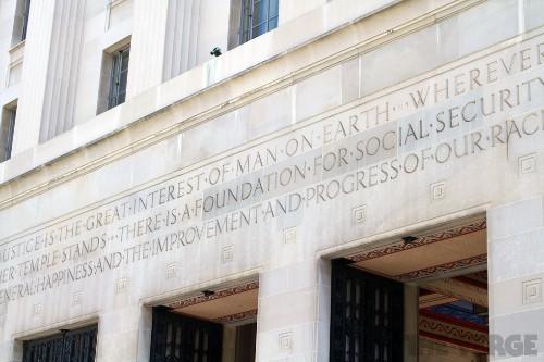 Apple lawyers put judge in ebook antitrust case on defensive