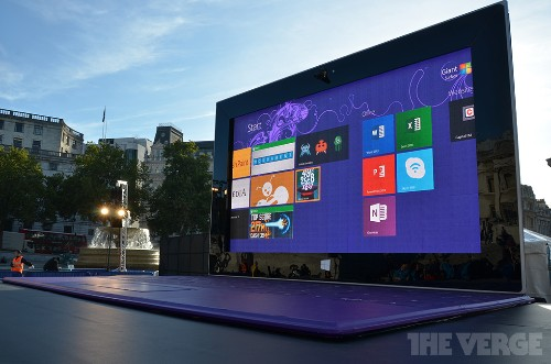 Microsoft erects a giant Surface tablet in the center of London