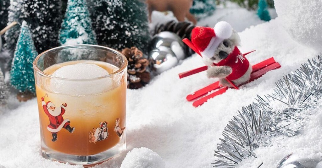 Old Montreal's Ultra-Christmas-Themed Bar Has Returned With Festive Drinks