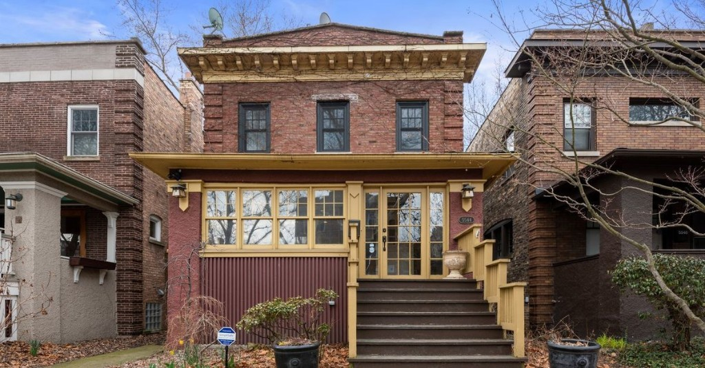 For $775K, this Lakewood Balmoral has comes with some stylish upgrades