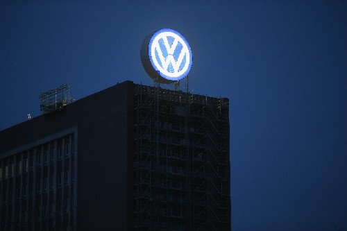 VW executives reportedly knew about false fuel efficiency and emissions claims last year