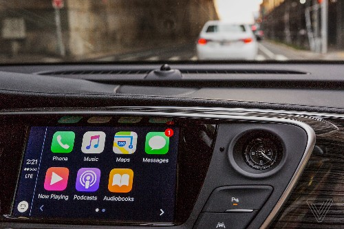 Why carmakers want to keep Apple and Google at arm's length