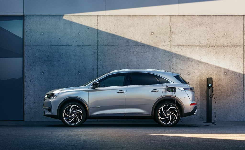 DS introduces 'Virtual Vision' showroom for its latest electric model