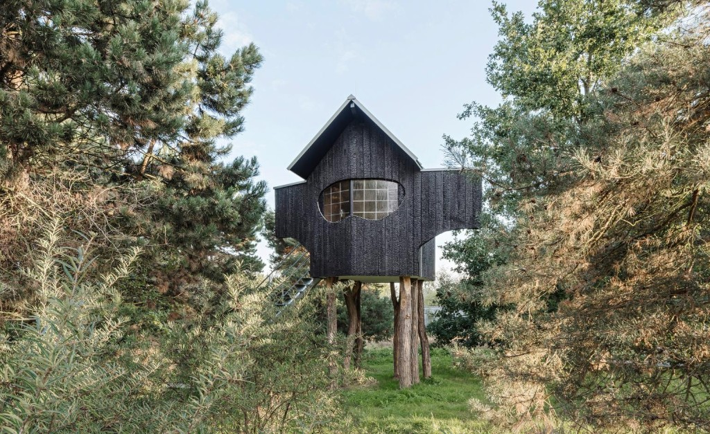 Treehouse meets Japanese teahouse at Hombroich rocket station in Germany