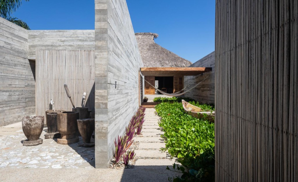 Regional techniques finesse this hideaway home in Oaxaca