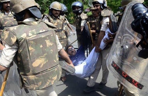India deploys 1,000 paramilitary troops to curb riots