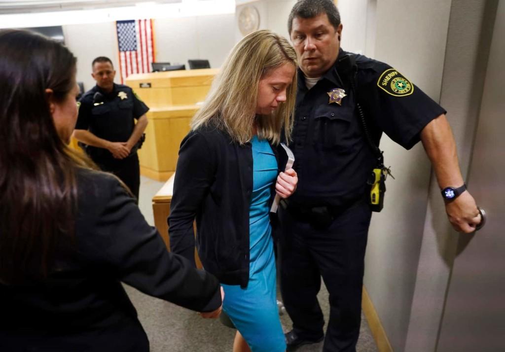 Amber Guyger sentenced to 10 years in murder of Botham Jean