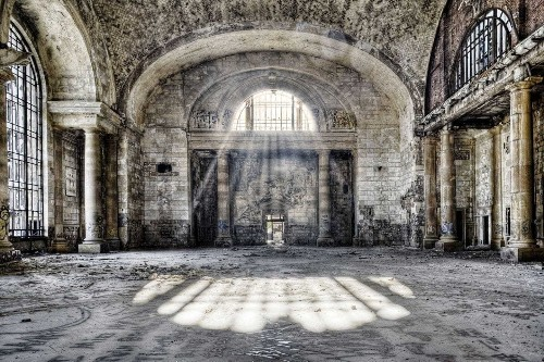 Haunting photos show forgotten — and forbidden — buildings in America