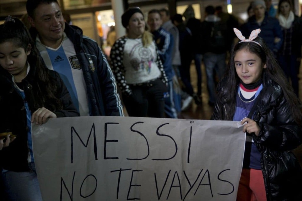 Argentinians plead with Lionel Messi to remain on national team