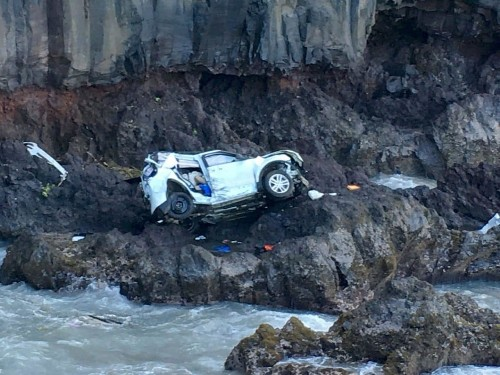 After twin sisters plummeted off a Hawaii cliff, one died. The other was charged with murder.