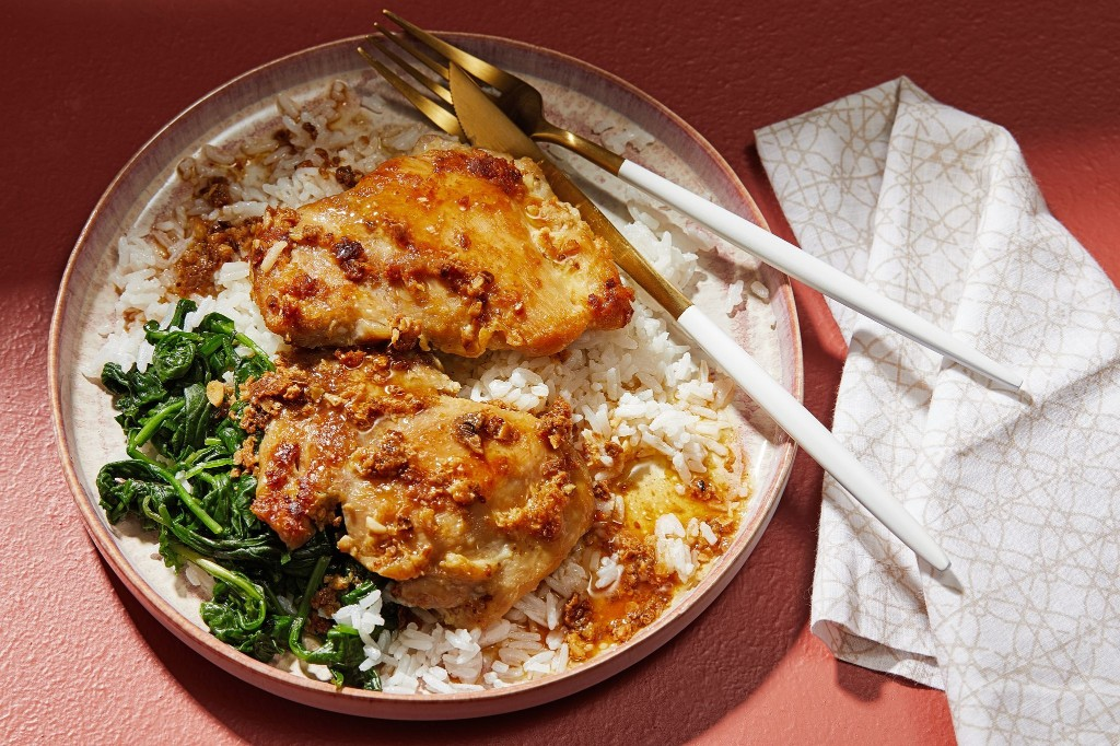 Dinner is fast and flavorful with these 30-minute gingery, garlicky chicken thighs