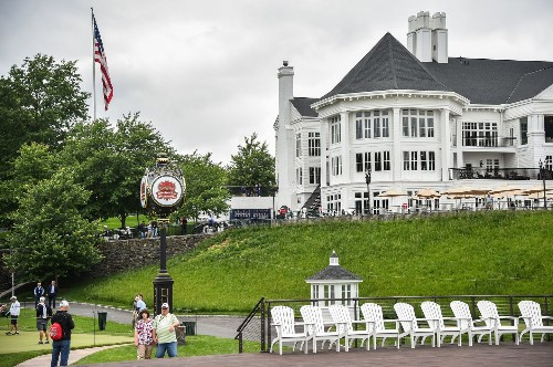 Secret Service signs contract this week to rent golf carts in town of Trump club